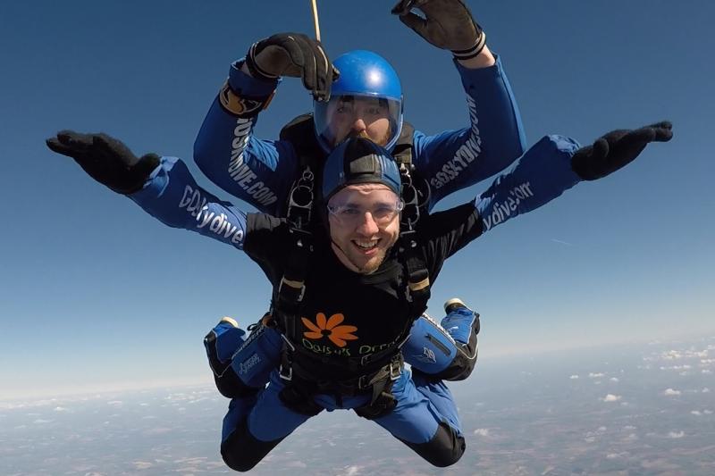 Gavin Saunders Sky Dive 2 (large)